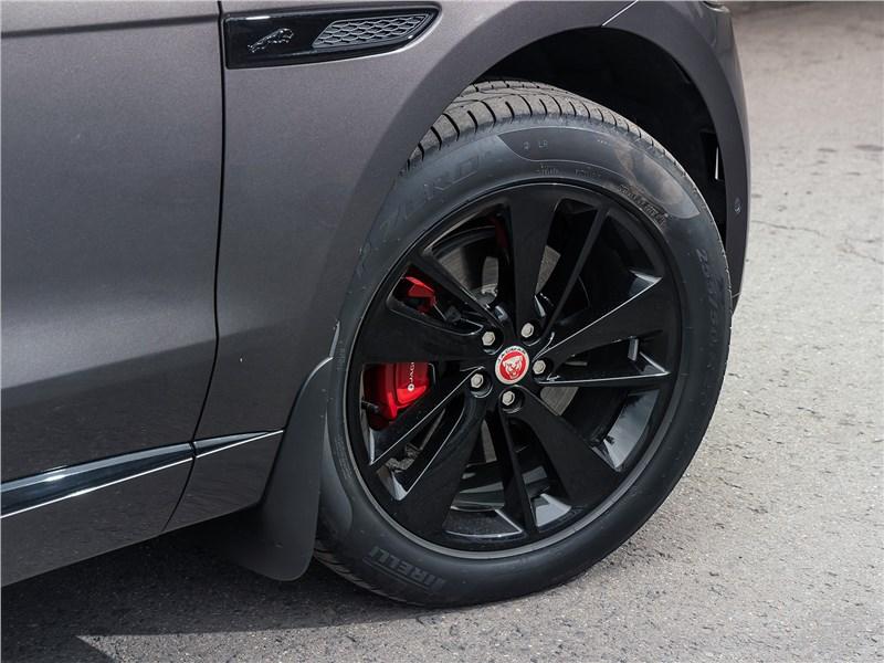 Jaguar F-Pace (2021) переднее колесо