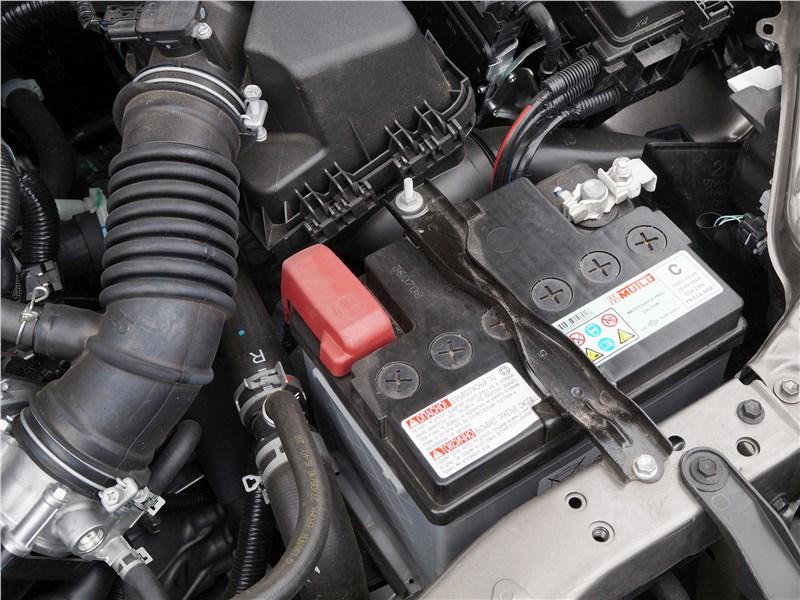 Toyota Corolla 2017 аккумулятор