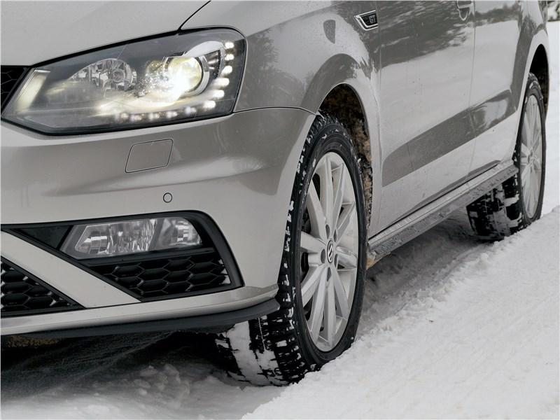 Volkswagen Polo GT 2016 вид спереди сбоку