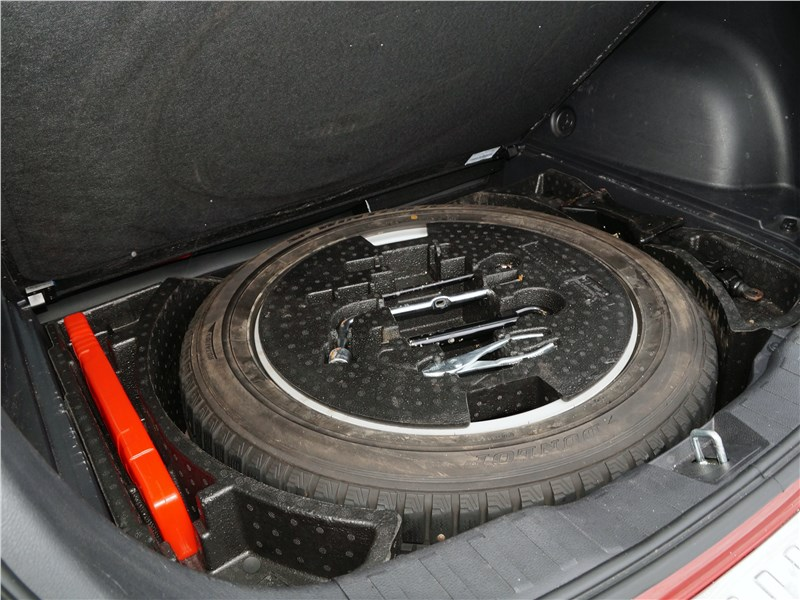 Haval H2 2014 запасное колесо