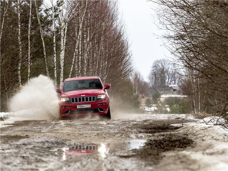 Jeep Grand Cherokee 2013 вид спереди