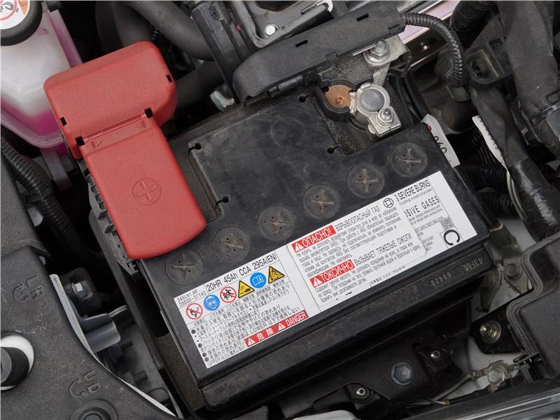 Toyota Prius 2016 моторный отсек