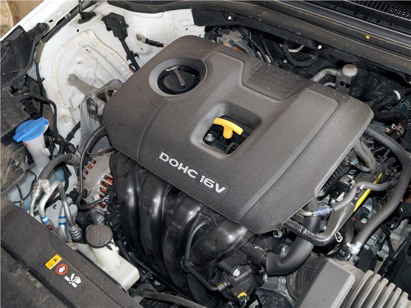 Hyundai Elantra 2019 моторный отсек