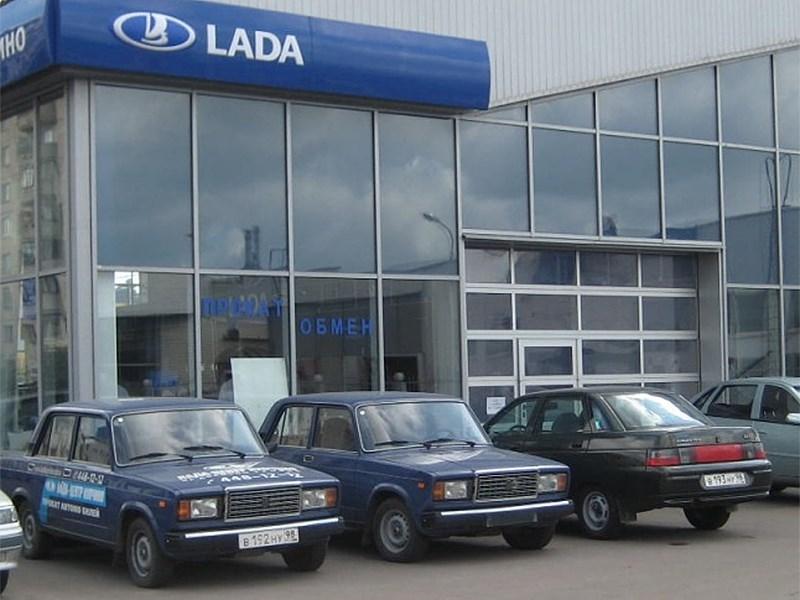 Продажи автомобилей LADA за восемь месяцев упали почти на 11%