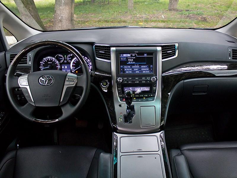 Toyota Alphard 2008 водительское место