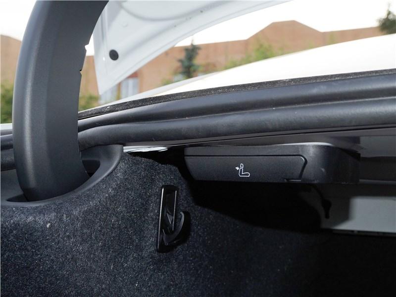 BMW 520d 2017 багажное отделение