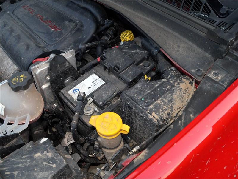 Jeep Renegade 2019 моторный отсек