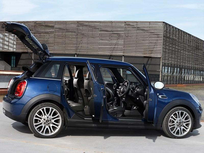 Mini Cooper 5-door 2014 вид сбоку открытые двери