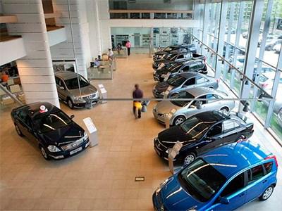 По итогам года продажи новых автомобилей в России снизятся примерно на 14%