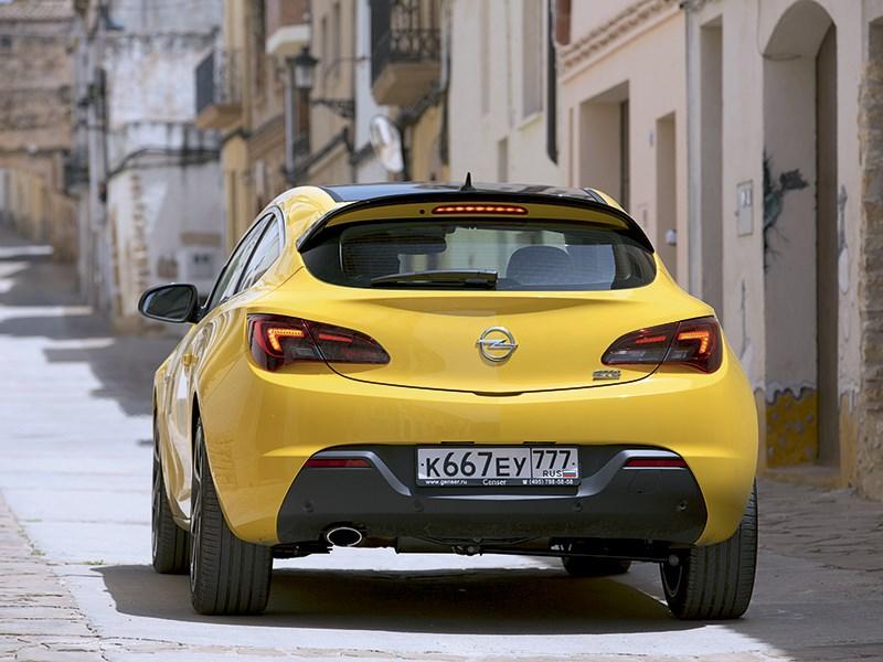 Opel Astra GTC 2014 вид сзади