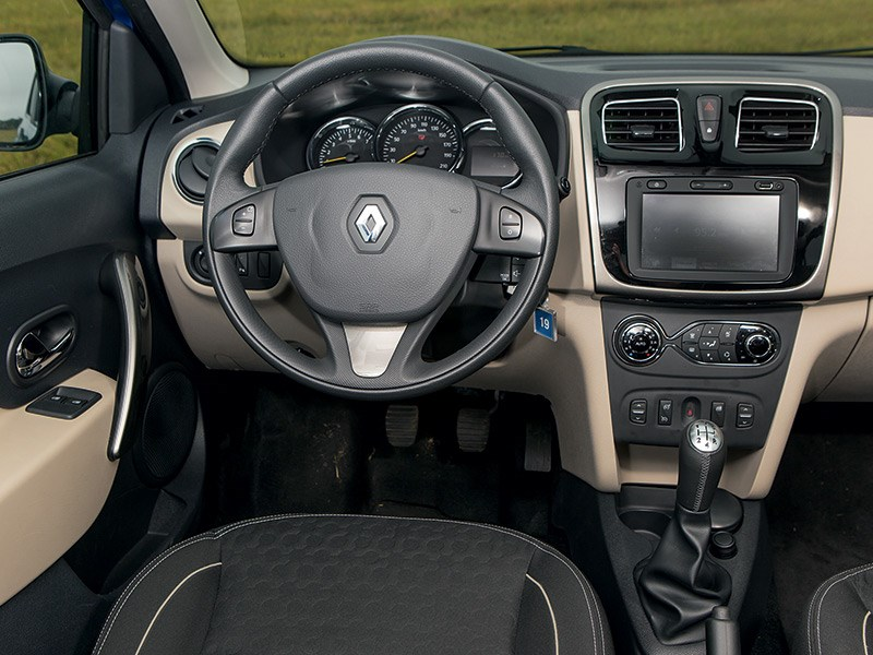 Renault Logan 2014 водительское место