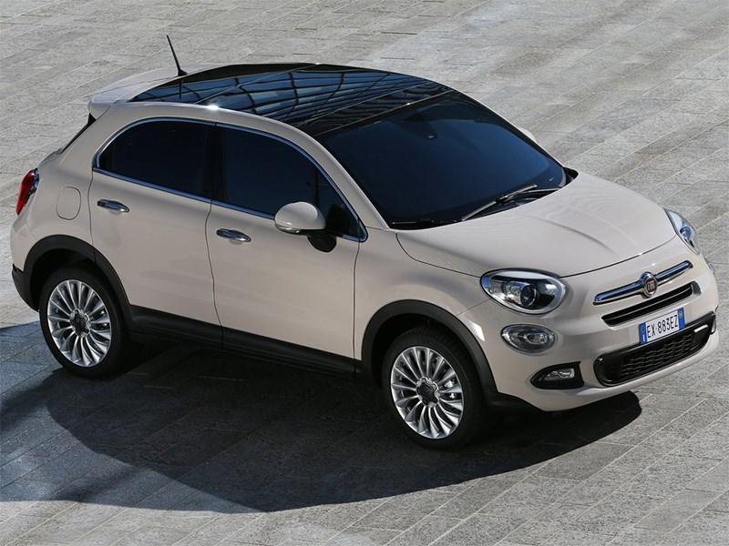 Fiat 500X 2015 вид спереди сверху