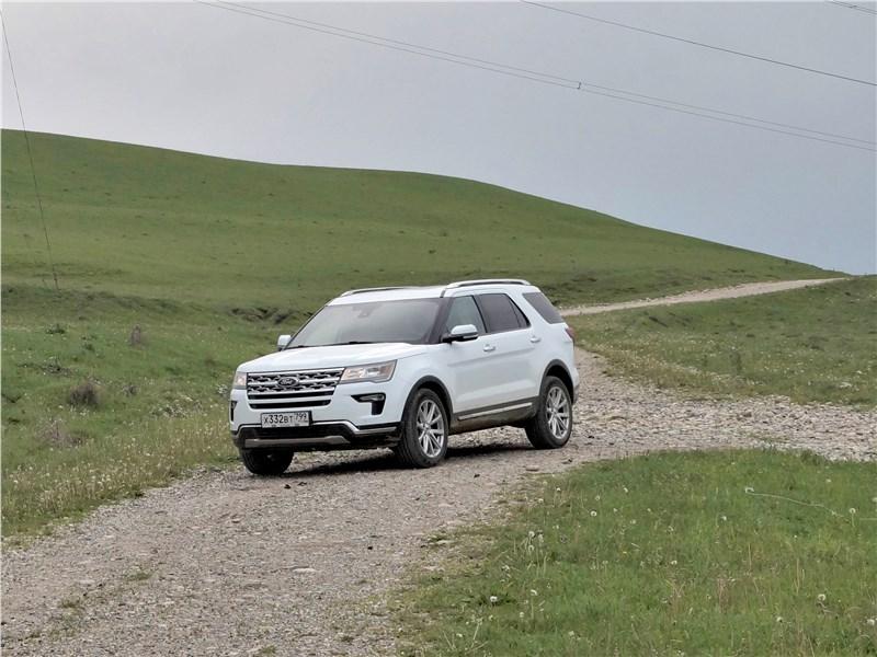 Ford Explorer 2018 вид спереди