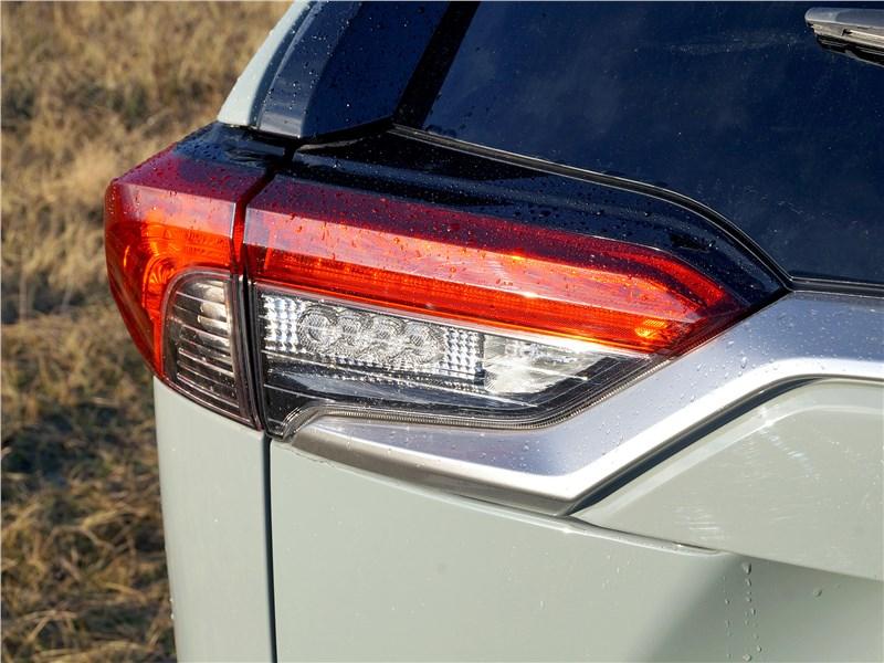 Toyota RAV4 2019 задний фонарь
