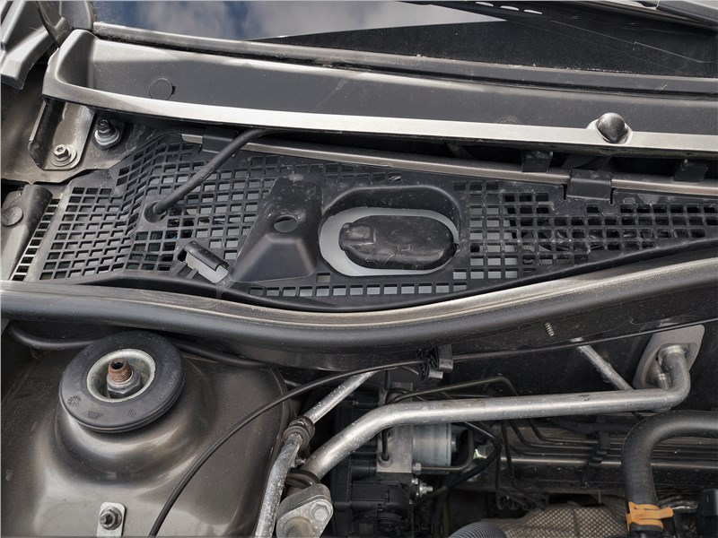 Lada Largus Cross (2020) моторный отсек
