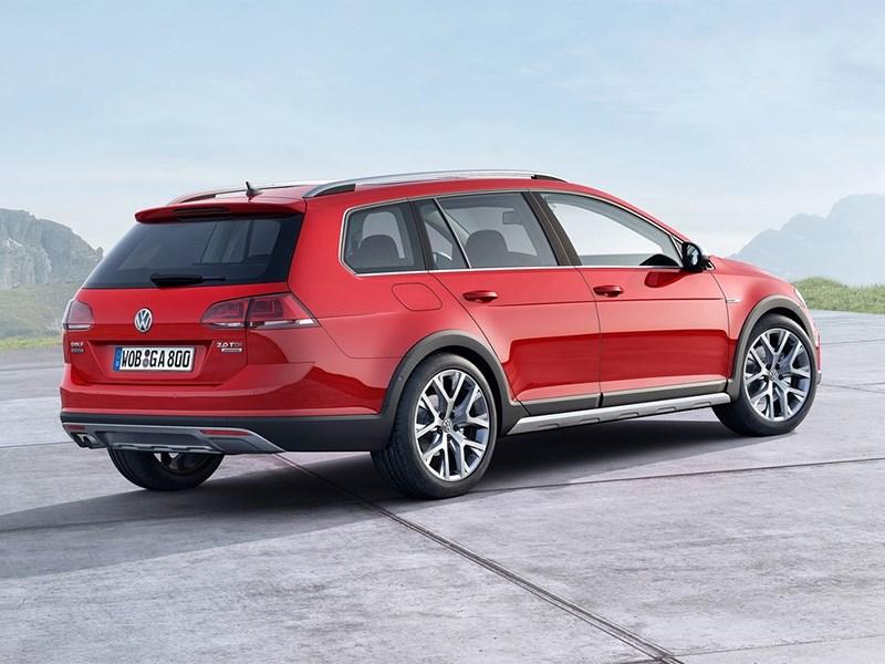 Volkswagen Golf Alltrack 2015 вид сзади сбоку