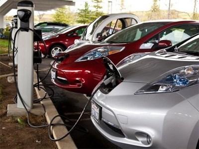 На парковках для электрокаров запретят парковать обычные машины