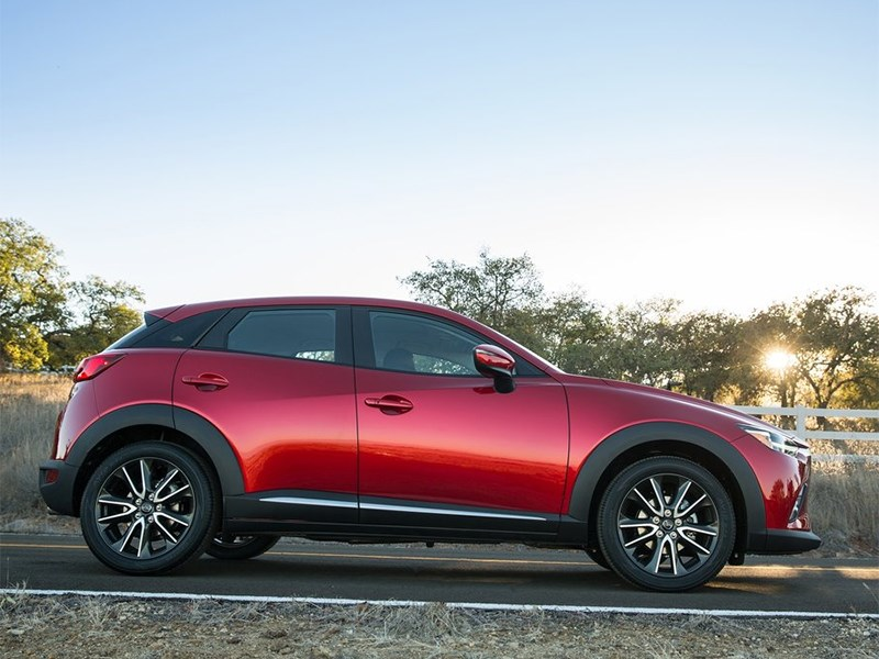 Mazda CX-3 2015 вид сбоку
