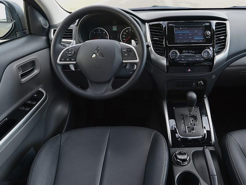 Mitsubishi L200 2015 водительское место
