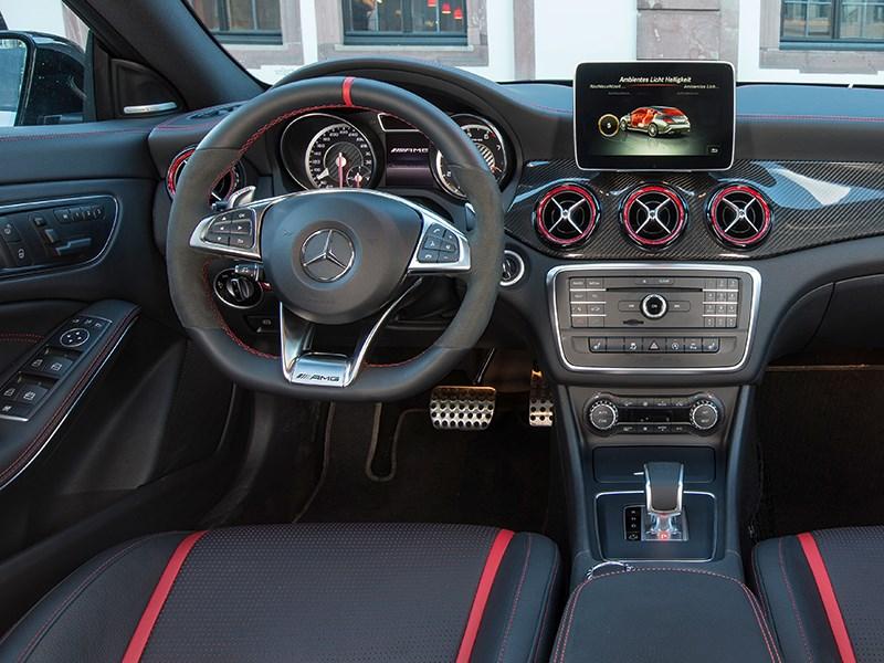 Mercedes-Benz CLA Shooting Brake 2016 водительское место