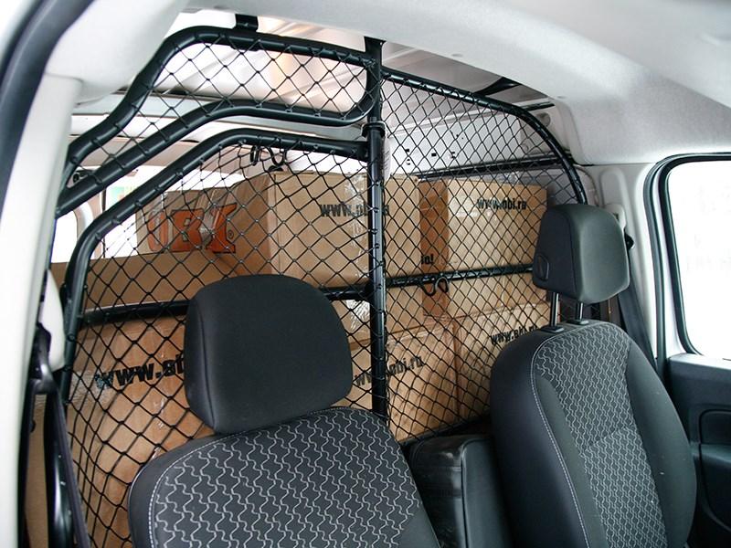 Renault Kangoo 2014 места для водителя и пассажира