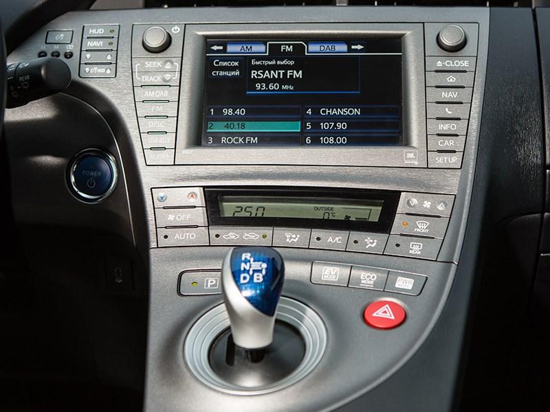 Toyota Prius 2015 центральная консоль