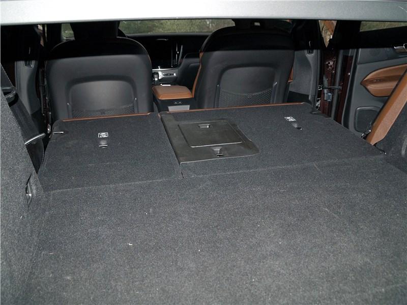 Volvo S60 2019 багажное отделение
