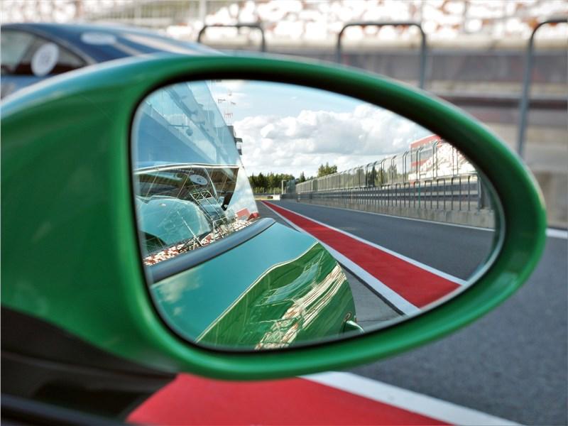 Porsche Cayman GT4 (2020) правое наружное зеркало
