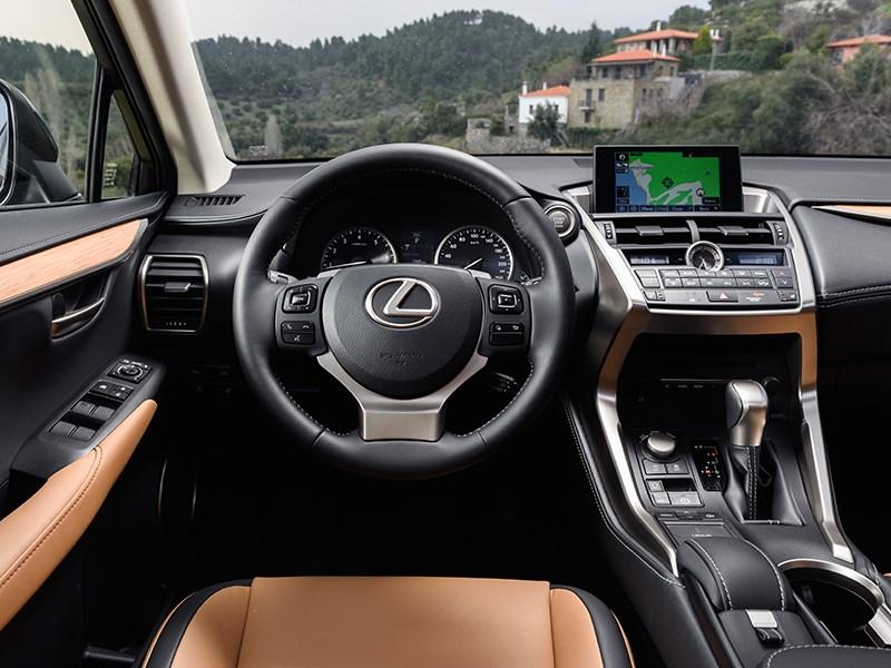 Lexus NX 2014 водительское место