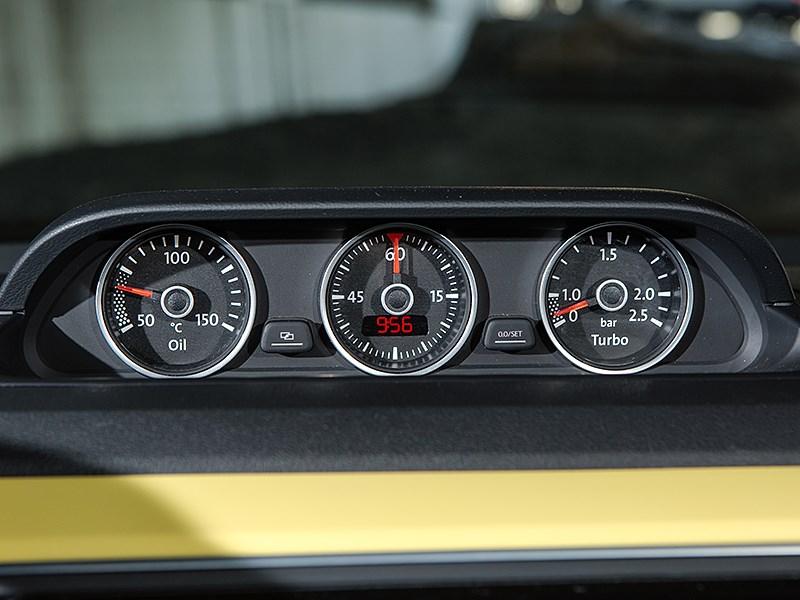 Volkswagen Beetle 2015 приборная панель 2