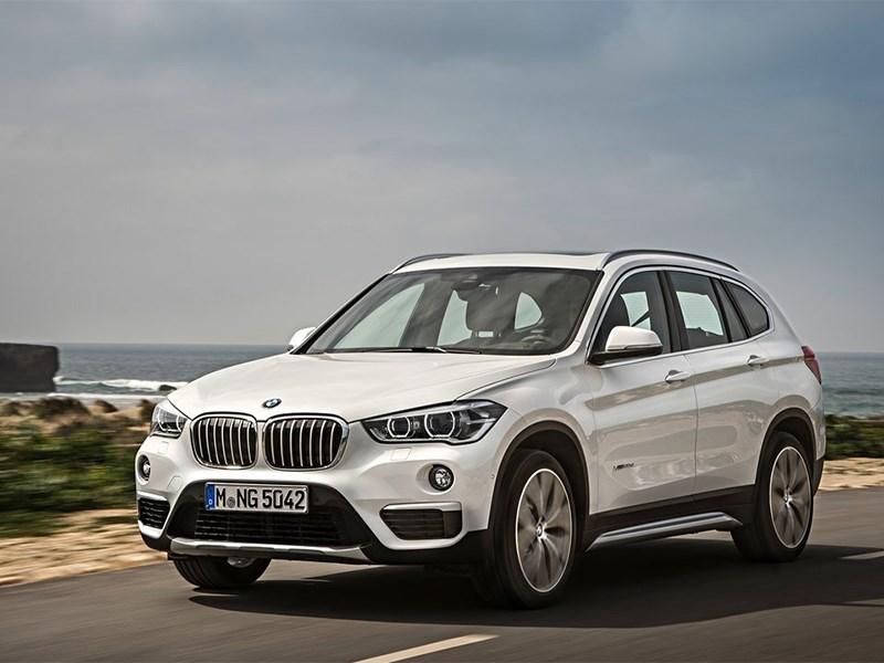 BMW X1 2016 вид спереди сбоку