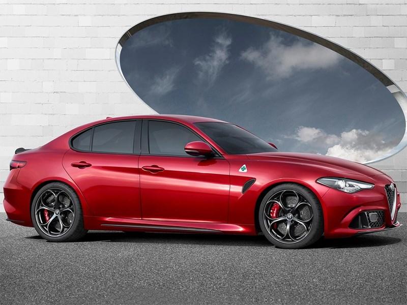 Alfa Romeo Giulia 2016 вид сбоку
