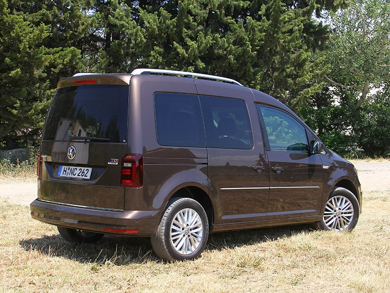 Volkswagen Caddy 2016 вид сбоку сзади