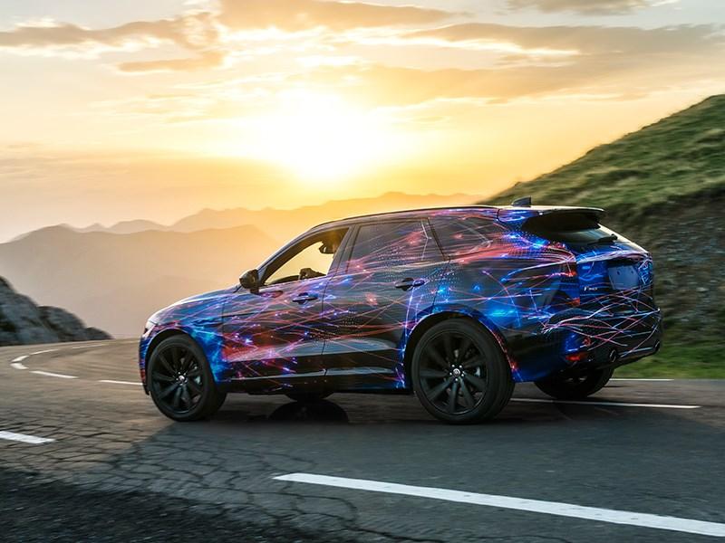 Jaguar F-Pace 2016 вид сбоку сзади
