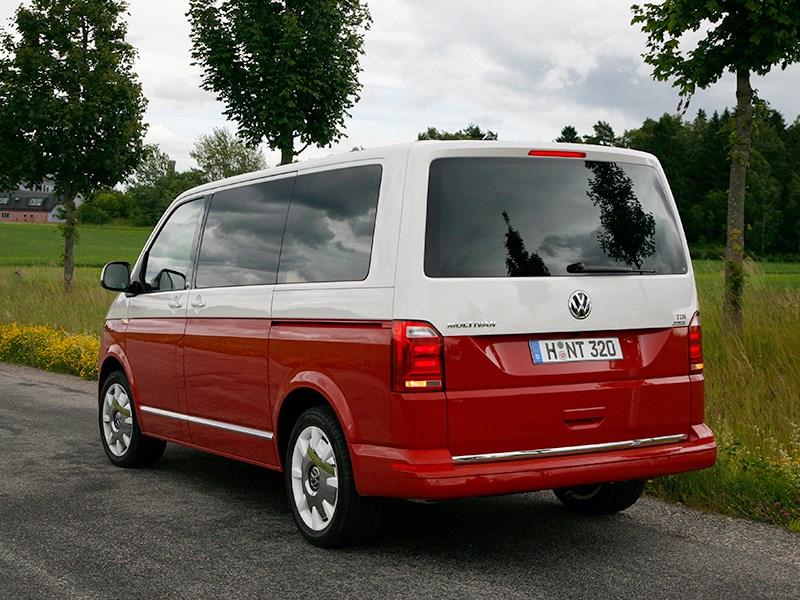 Volkswagen Multivan 2015 вид сзади