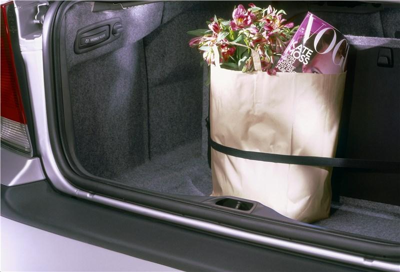 Volvo S60 2001 имеет внушительный багажник