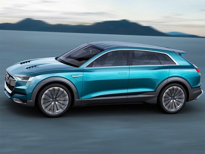 Audi e-Tron quattro 2015 вид сбоку сверху