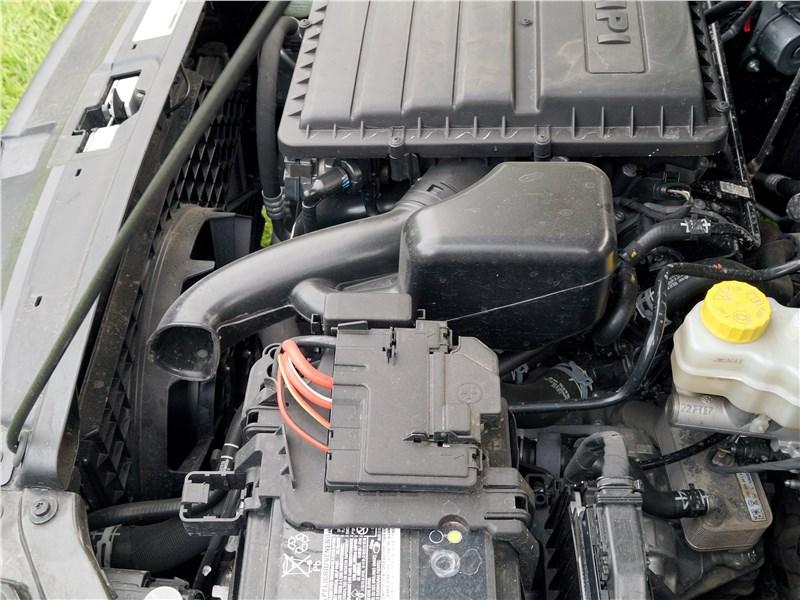 Volkswagen Polo Sedan 2016 моторный отсек