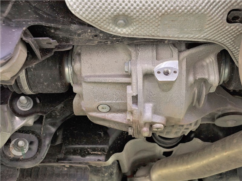 Land Rover Defender 90 (2020) узел привода задней оси