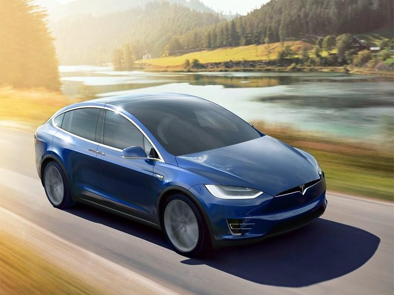 Tesla Model X 2017 вид спереди