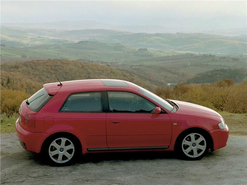 Audi S3 1999 вид сбоку сверху