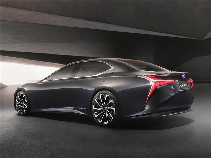 Lexus LF-FC 2015 вид сзади сбоку