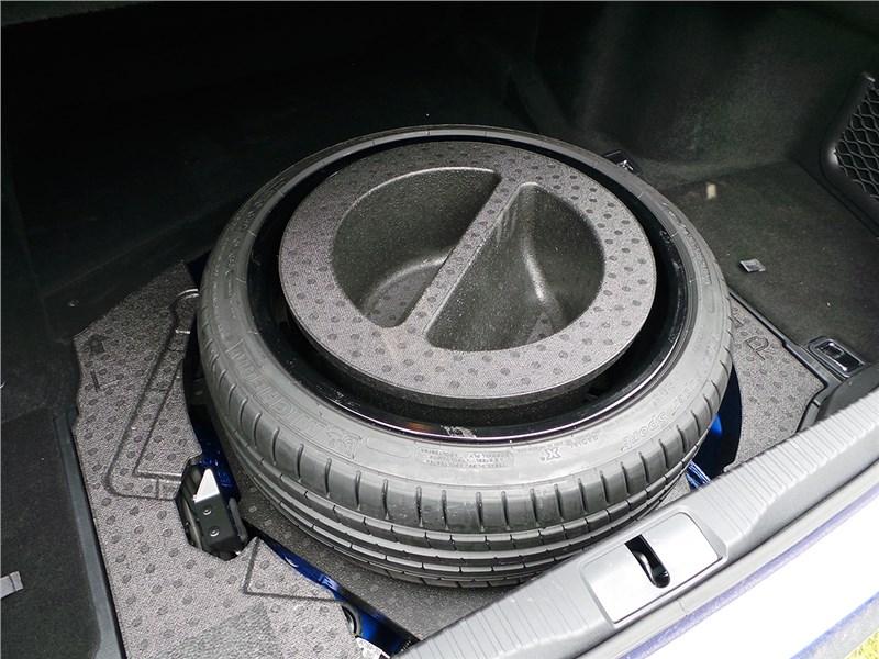 Lexus GS F 2016 багажное отделение