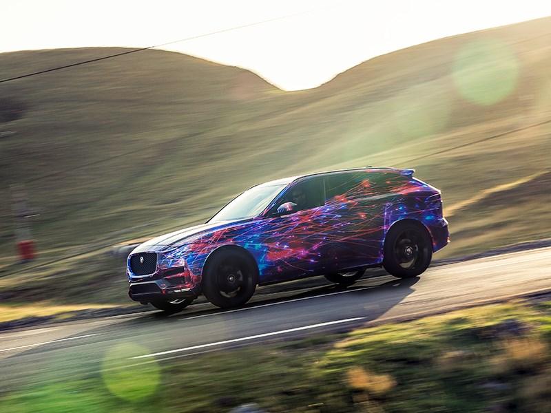 Jaguar F-Pace 2016 вид сбоку