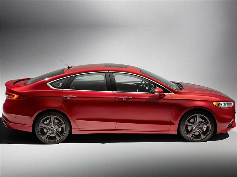 Ford Fusion 2016 вид сбоку