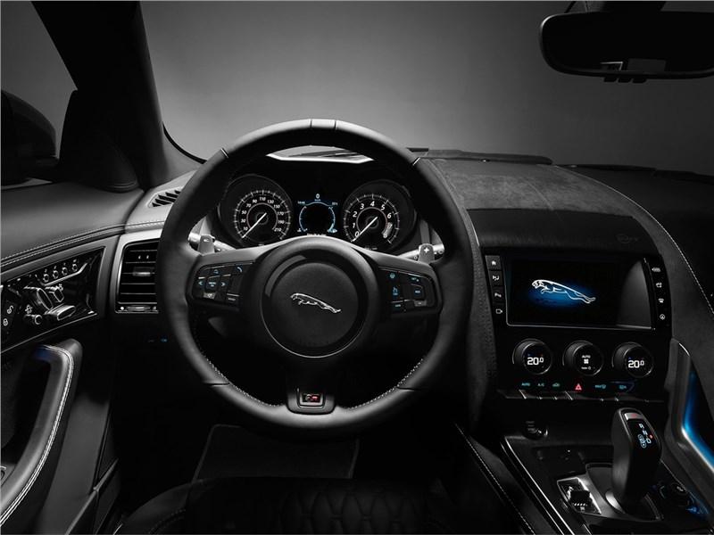 Jaguar F-Type SVR Coupe 2016 водительское место
