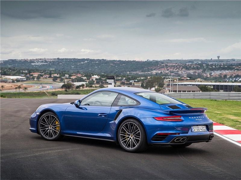 Porsche 911 Turbo 2016 вид сбоку сзади