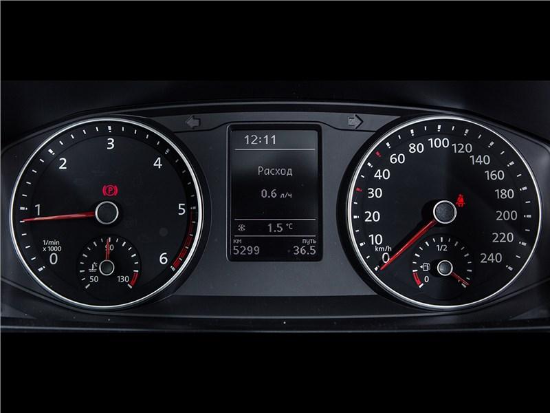 Volkswagen Transporter 2015 приборная панель