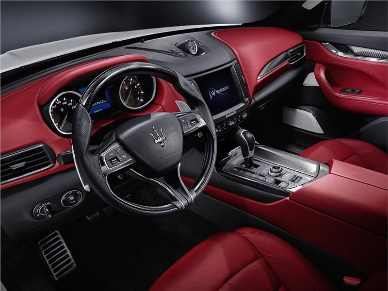 Maserati Levante 2017 водительское место