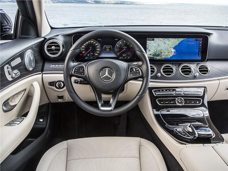 Mercedes-Benz E-Klasse 2017 салон